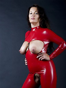 Crazy Latex Girl Stuff Object In Her Holes