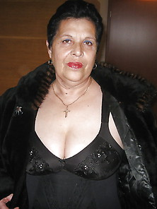 Mature Bbw In Fur Coat Girdle And Stockings
