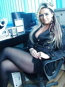 Big Titted Milf In Nylons