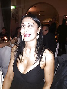 Supersexy Italian Cougar