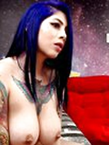 Blue Haired Beatriiz 2 With Nice Tattoos Masturbating On Her Liv