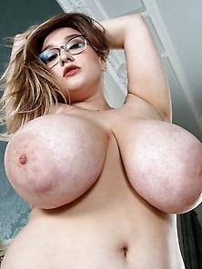 Lanas Boobs