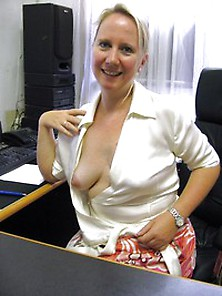 Office Slut – Real Amateur Girlfriends